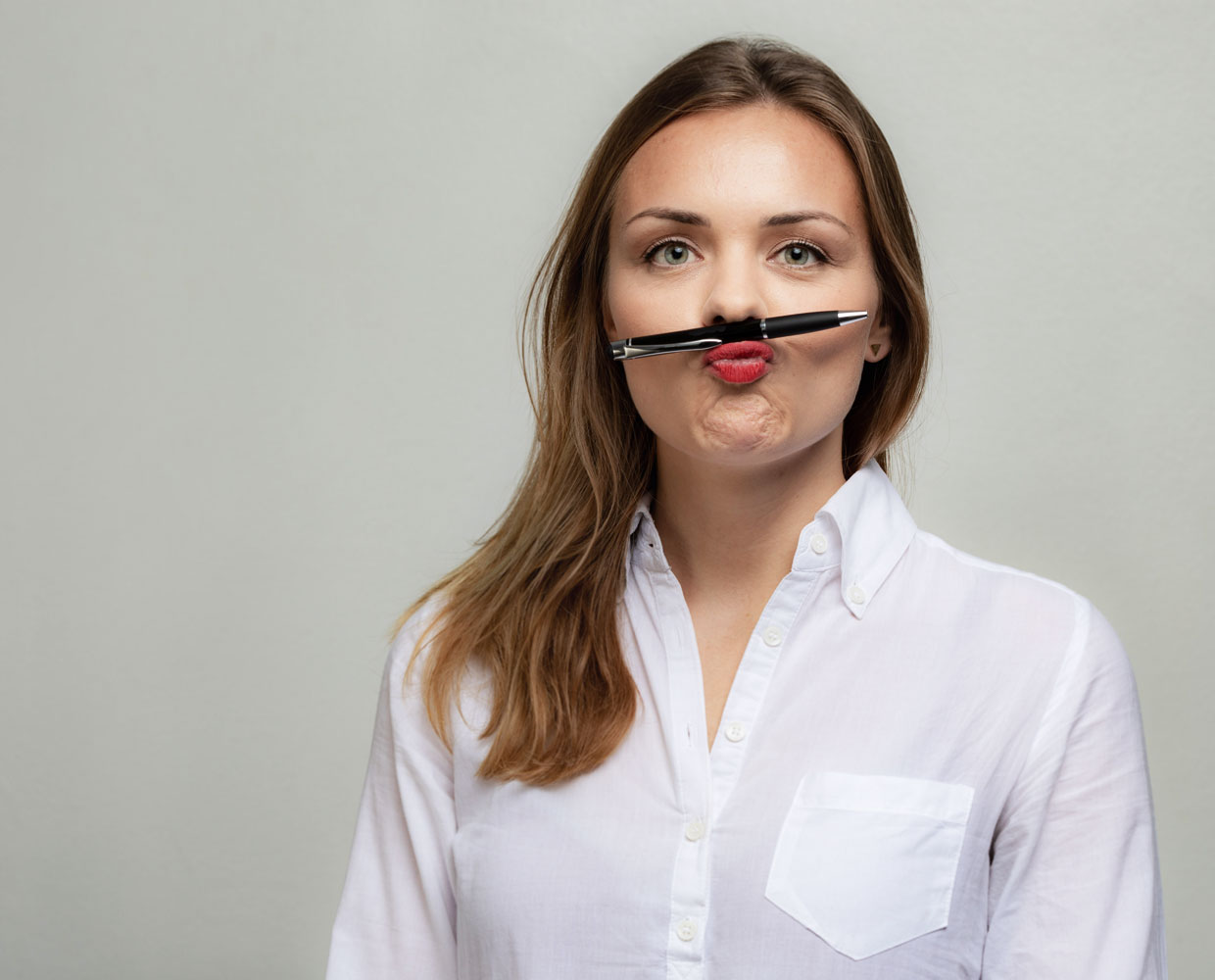 Charlotte Wernicke holds pencil between nose and upper lip